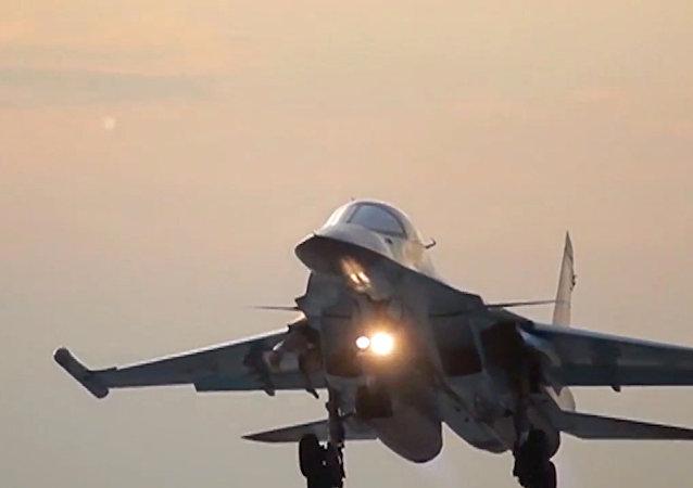 Un Su-34 ruso en la base iraní de Hamadán