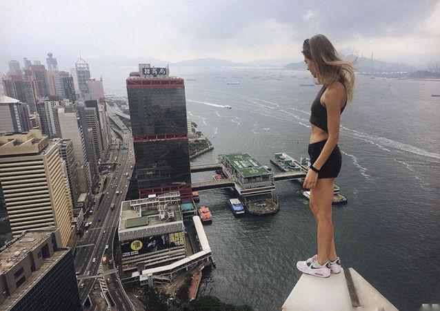 El arte del equilibrio: Angela Nikolau, 'domadora' de tejados