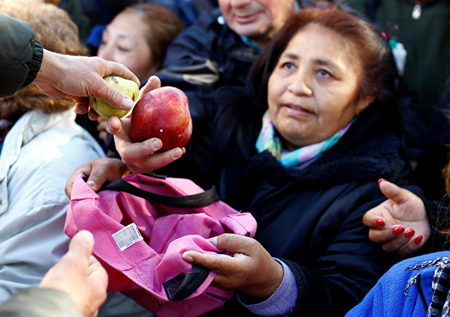 Productores frutihortícolas regalan frutas