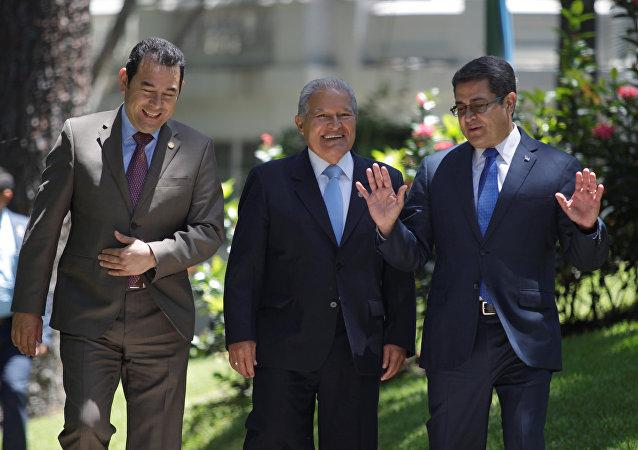 Jimmy Morales, Salvador Sánchez Cerén y Juan Orlando Hernández, presidentes de Guatemala, El Salvador y Honduras