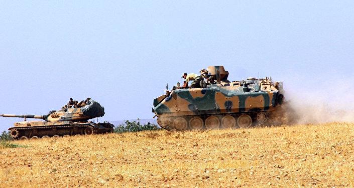 Tanques turcos en la frontera turco-siria (archivo)