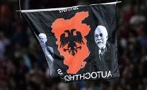 La bandera con el mapa de Gran Albania