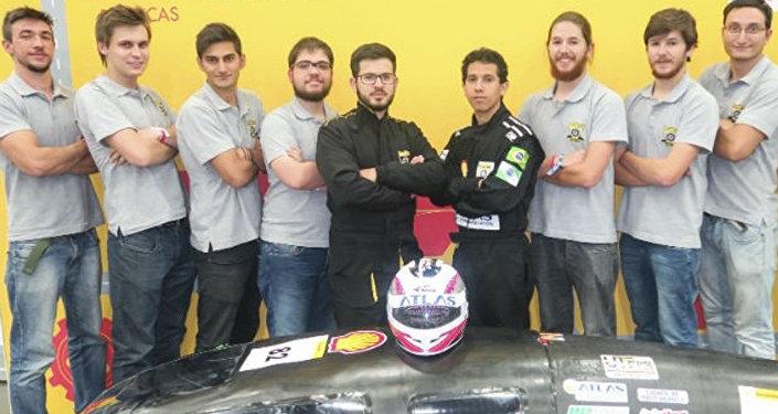 El equipo de la Universidad Tecnológica Federal de Paraná, responsable de desarrollar el supervehículo brasileño