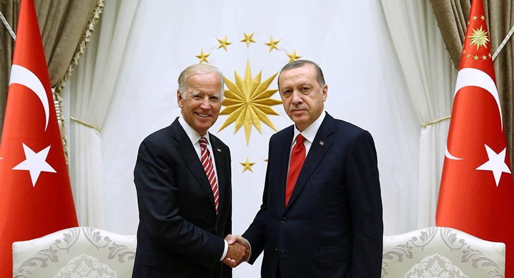 El vice presidente de EEUU, Joe Biden y el presidente de Turquía, Recep Tayyip Erdogan (archivo)