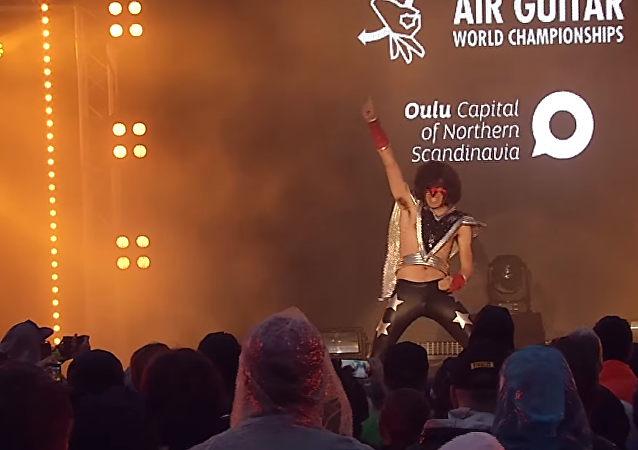 Your Daddy en el campeonato de Air Guitar del 2015