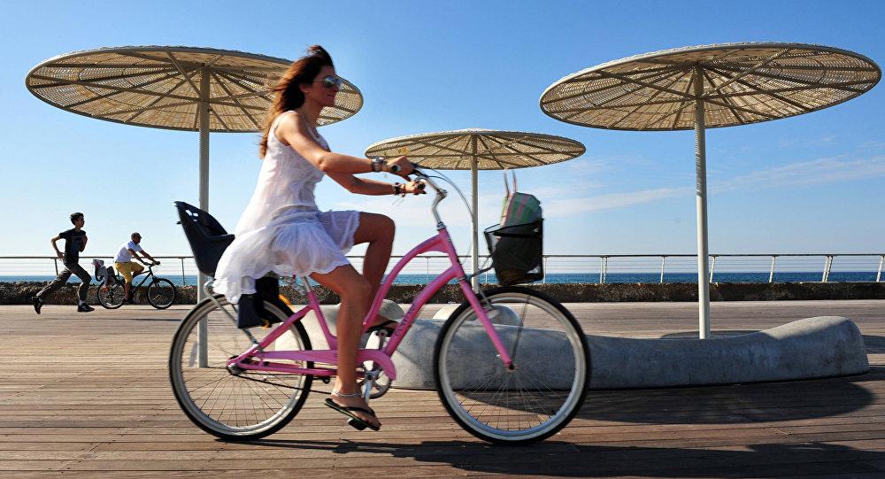 Ciclista en Tel Aviv