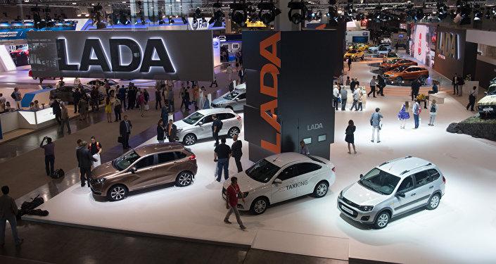 Coches de AvtoVAZ en Salón Internacional del Automóvil de Moscú