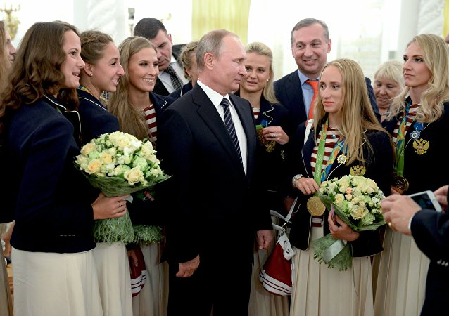 Flores y automóviles: fiesta para agasajar a los deportistas olímpicos rusos