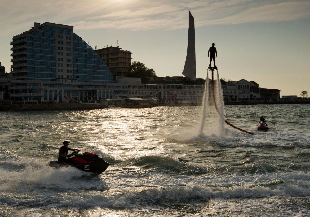 Regreso al futuro: se celebra en Crimea el Campeonato ruso de Flyboard