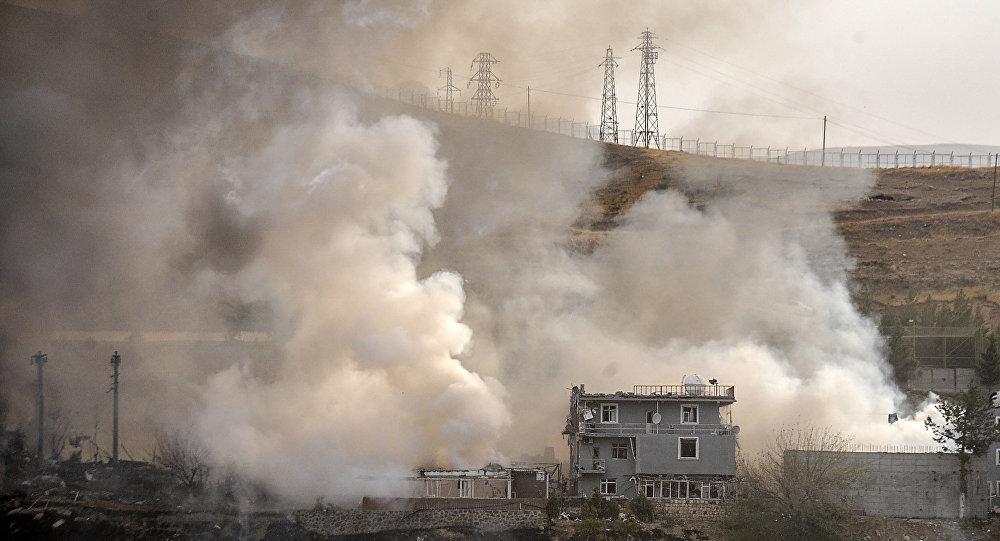 El humo después de la trageuda ocurrida en Cizre, Turquía el 26 de agosto del 2016