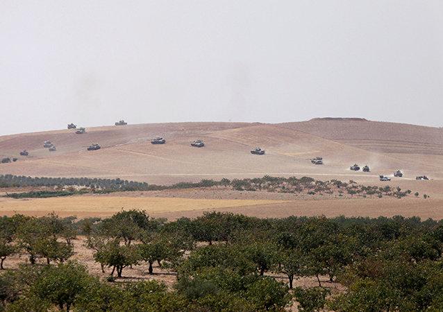 Los tanques del Ejército turco se dirigen hacia Yarabulus, Siria (archivo)