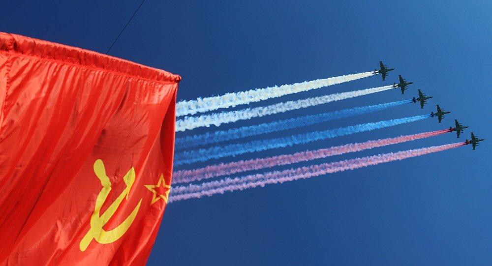 Los aviones de asalto aire-tierra Su-25 en el Desfile de la Victoria