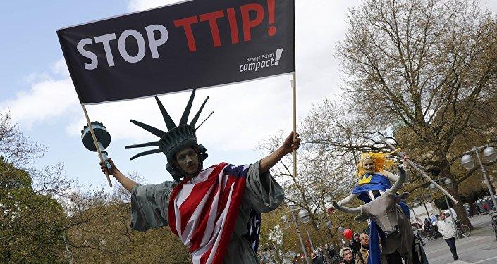 Protesta contra el tratado de libre comercio entre Europa y EEUU, 23 de abril, Hanover, Alemania