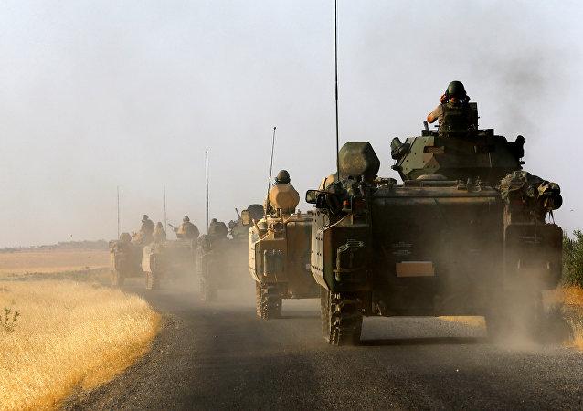 Los militares turcos en la frontera con Siria