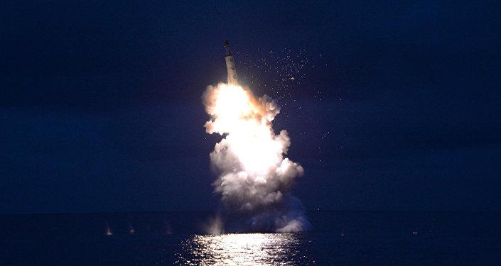 Lanzamiento de un misil por Pyongyang (archivo)