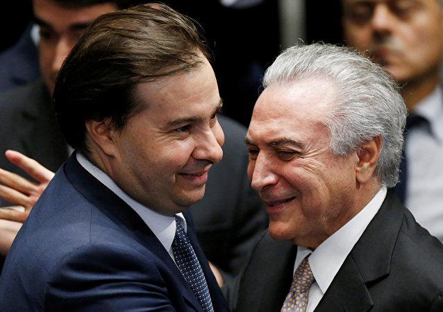 Presidente de la Cámara de Diputados, Rodrigo Maia, y presidente de Brasil, Michel Temer