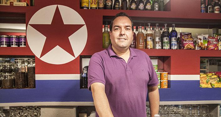 Alejandro Cao de Benós en Café Pyongyang