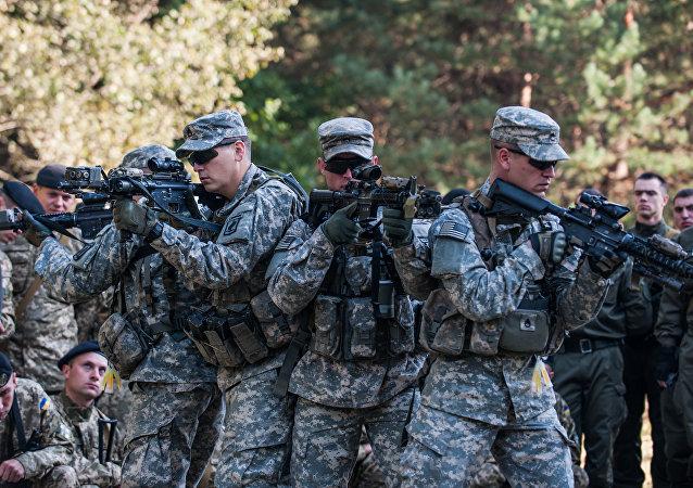 Soldados de EEUU capacitando a la Guardia Nacional de Ucrania (archivo)