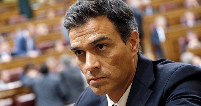 Pedro Sánchez renuncia a su acta de diputado en el Congreso para no abstenerse ante Rajoy