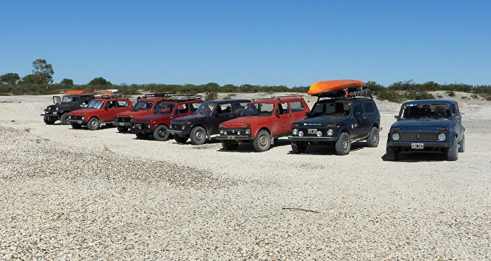 Los carros de los miembros de Club Niva