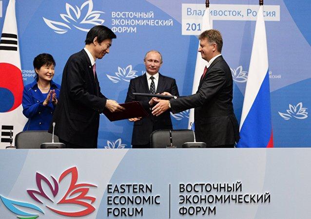 La reunión entre la presidenta de Corea del Sur, Park Geun-hye, y el presidente de Rusia, Vladímir Putin