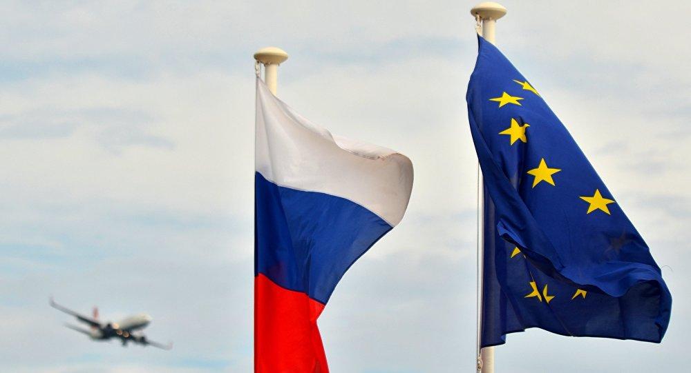 Banderas de la Federación de Rusia y la Unión Europea