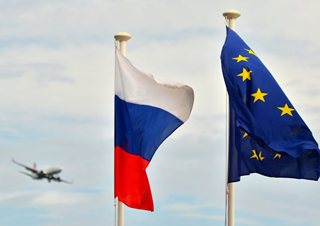 Banderas de Rusia y de la Unión Europea