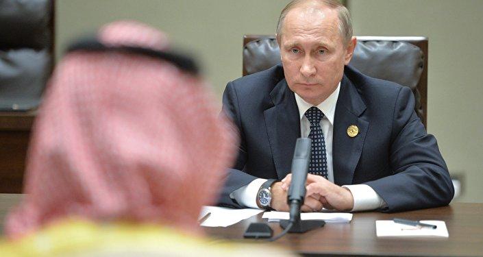 Vladímir Putin, presidente ruso, durante la reunión con Mohamed bin Salmán, príncipe heredero sustituto y ministro de defensa de Arabia Saudí, en el marco de la cumbre del G20 en Hangzhou.