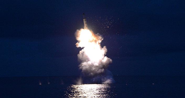 El lanzamiento de un misil balístico por Corea del Norte