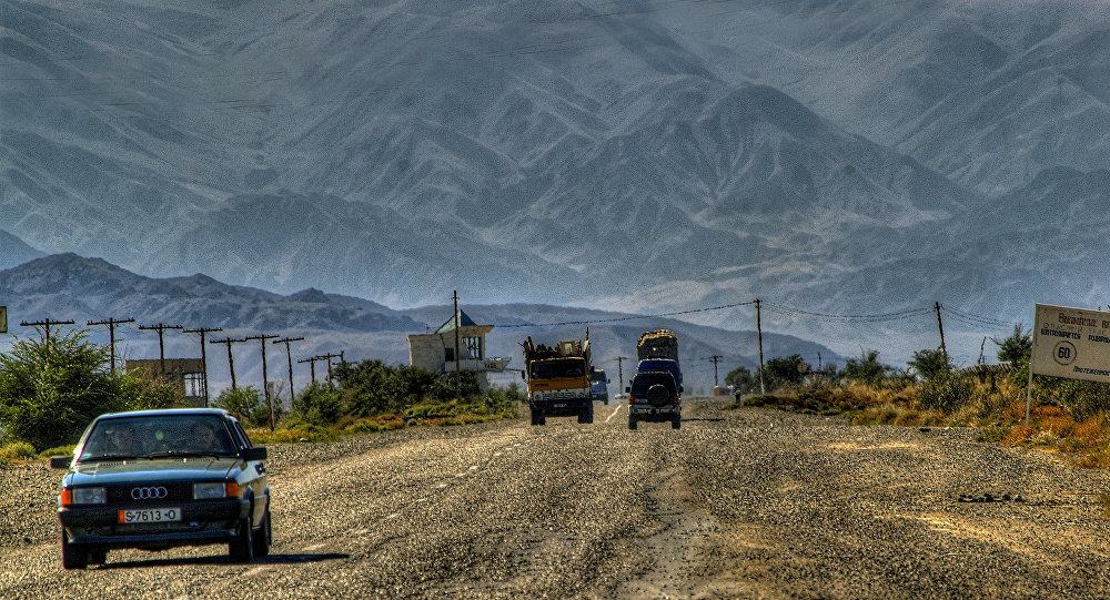 La frontera de Kirguistán y China cerca del lago Issyk-Kul