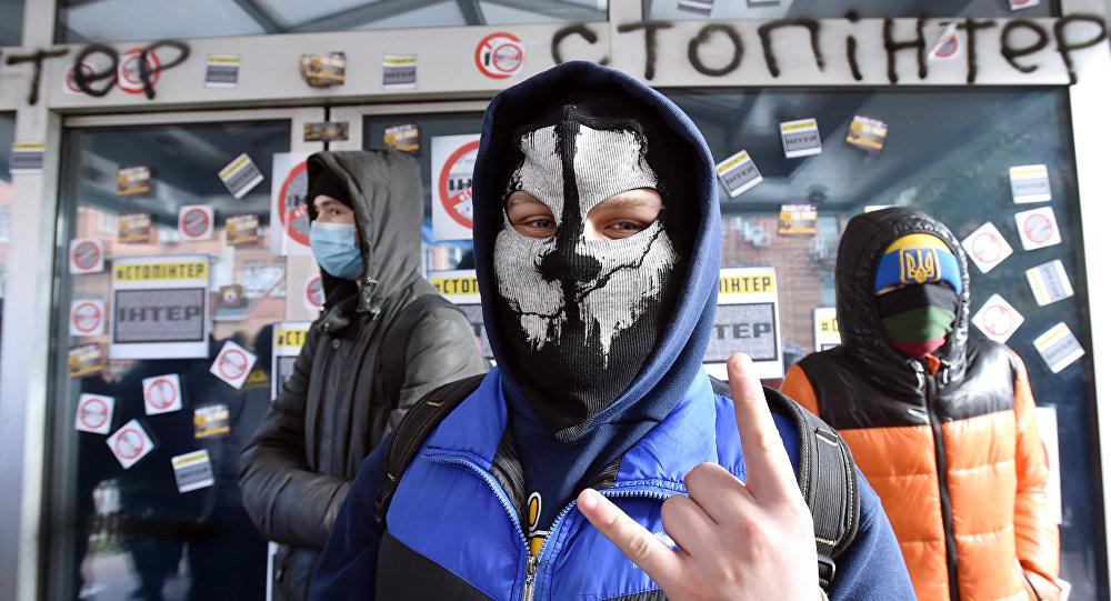 Radicales ucranianos bloquean la entrada a la sede de la cadena Inter (febrero de 2016)