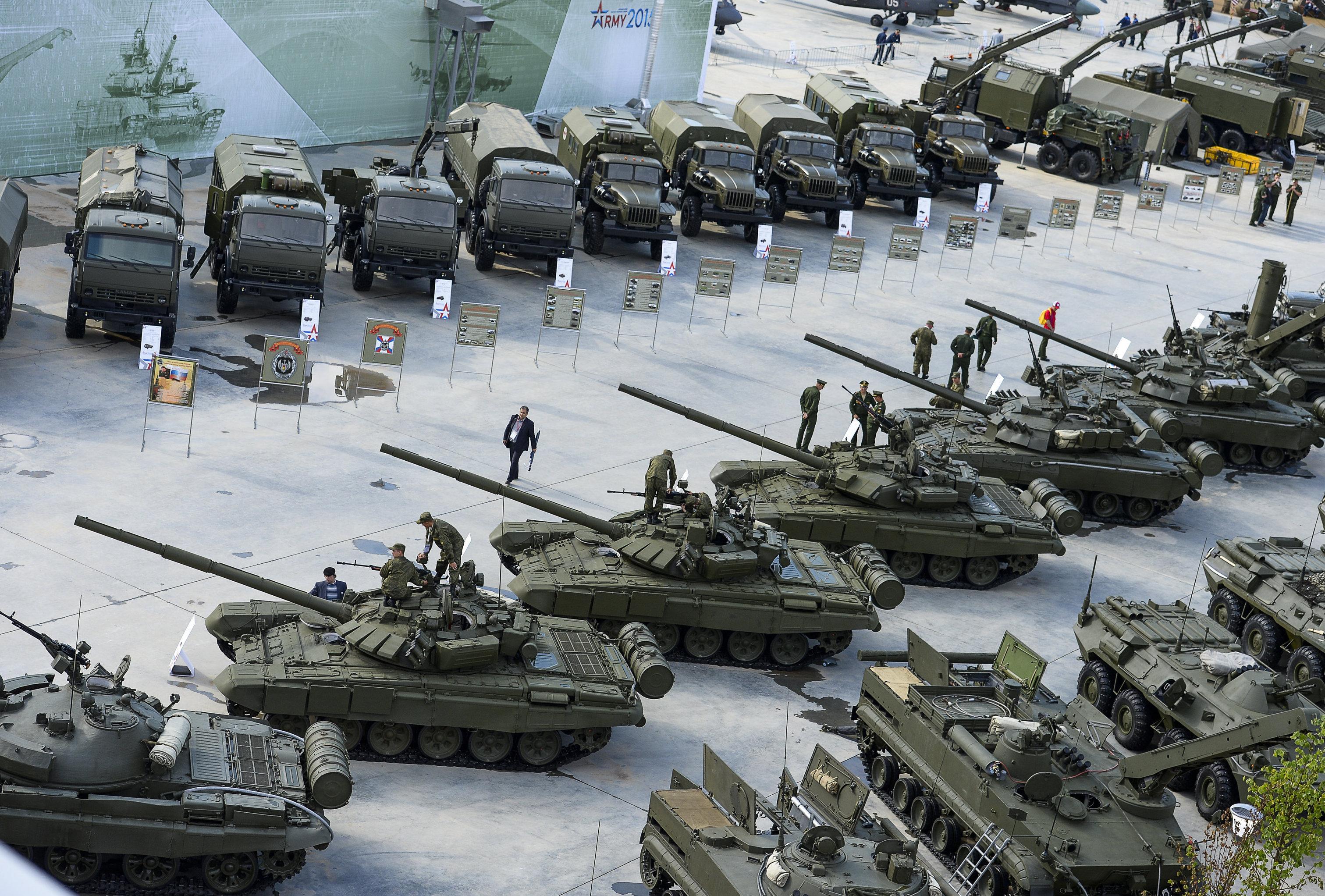 Tanques Т-72B3 en el foro internacional militar Army
