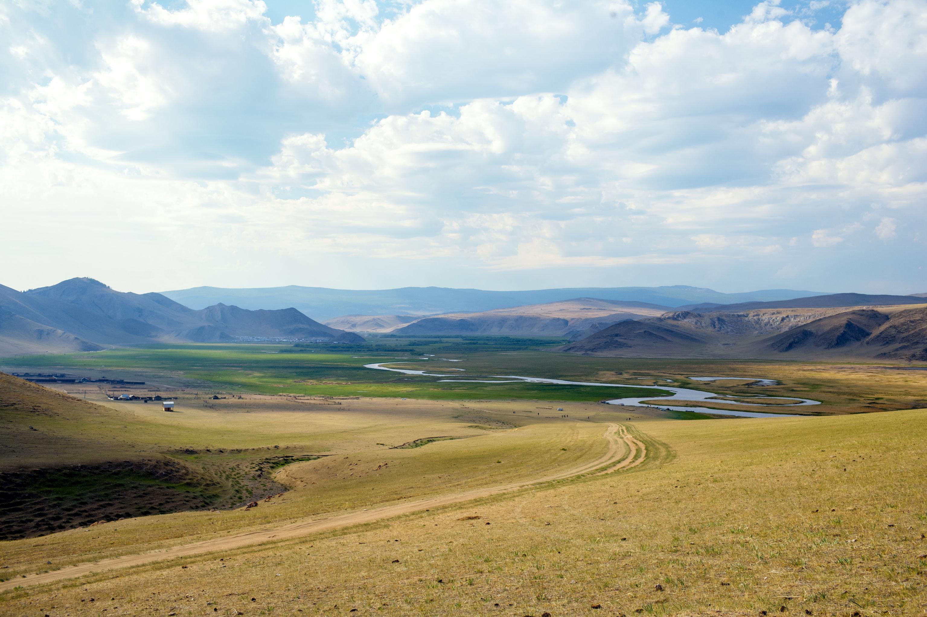El valle del río Anga —situado en la estepa de Tazheran— es un complejo natural único para la región de Irkutsk.