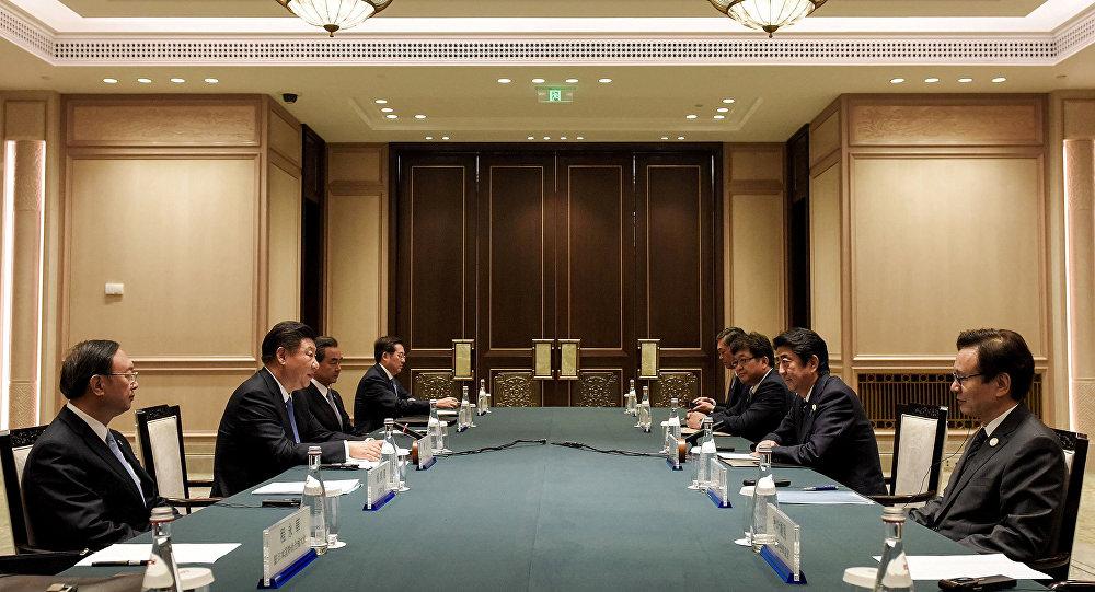 El primer ministro de Japón, Shinzo Abe, y el presidente de China, Xi Jinping