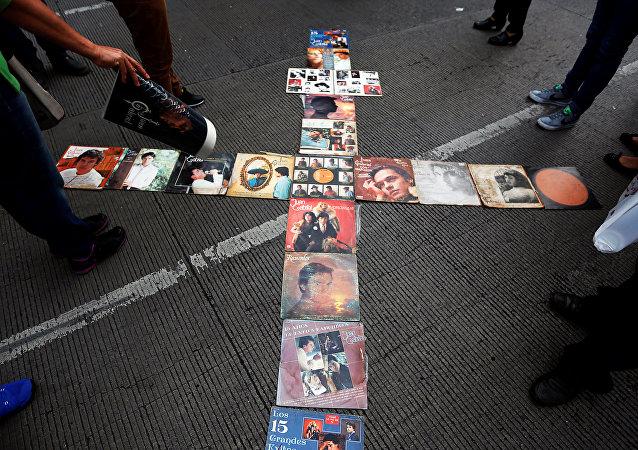 La Ciudad de México se vuelca a las calles para dar su adiós a Juan Gabriel