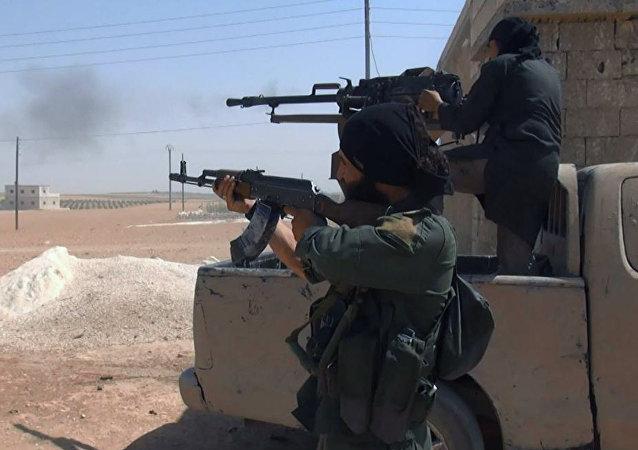 Combatientes de Daesh en Manbij (archivo)