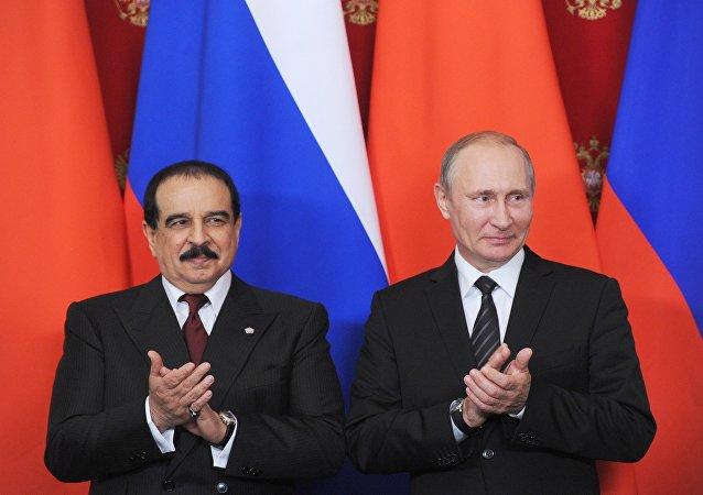 Presidente ruso, Vladímir Putin, y el rey bahreiní, Hamad bin Isa al Jalifa