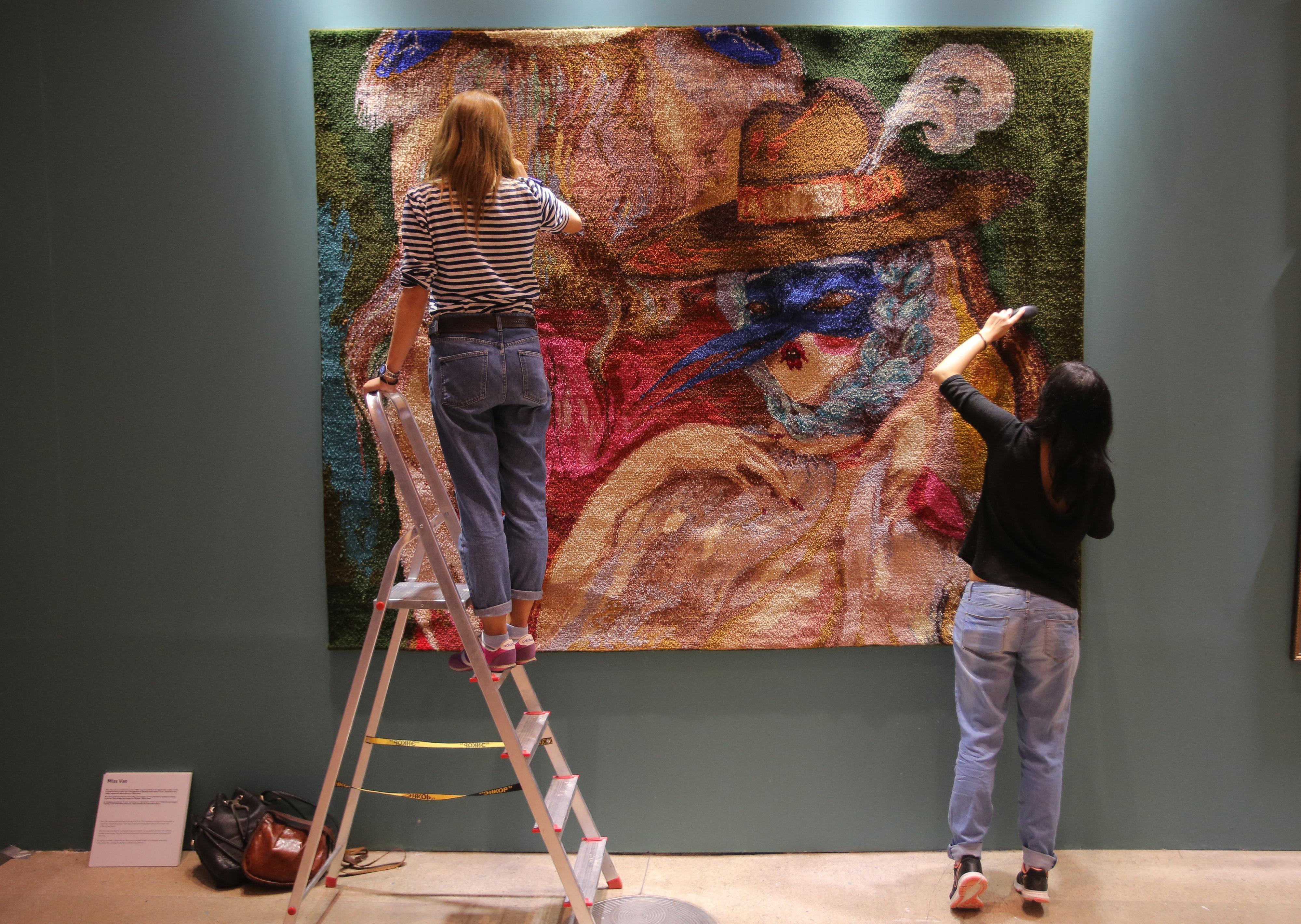 Uno de los artistas más renombrados de la Bienal es la francesa Miss Van...