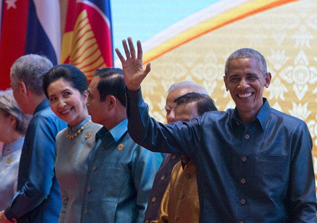 El presidente de EEUU, Barack Obama en la cena de gala de la Cumbre de Asia Oriental en Laos