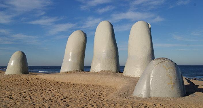 La mano, Punta del Este, Uruguay