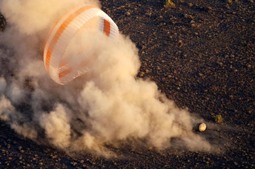 La cápsula de descenso del Soyuz TMA-20M aterrizó en Kazajstán el 7 de septiembre. En ella regresaron a la Tierra los cosmonautas Alexéi Ovchin, Oleg Skripochka y el astronauta de la NASA, Jeffrey Williams.