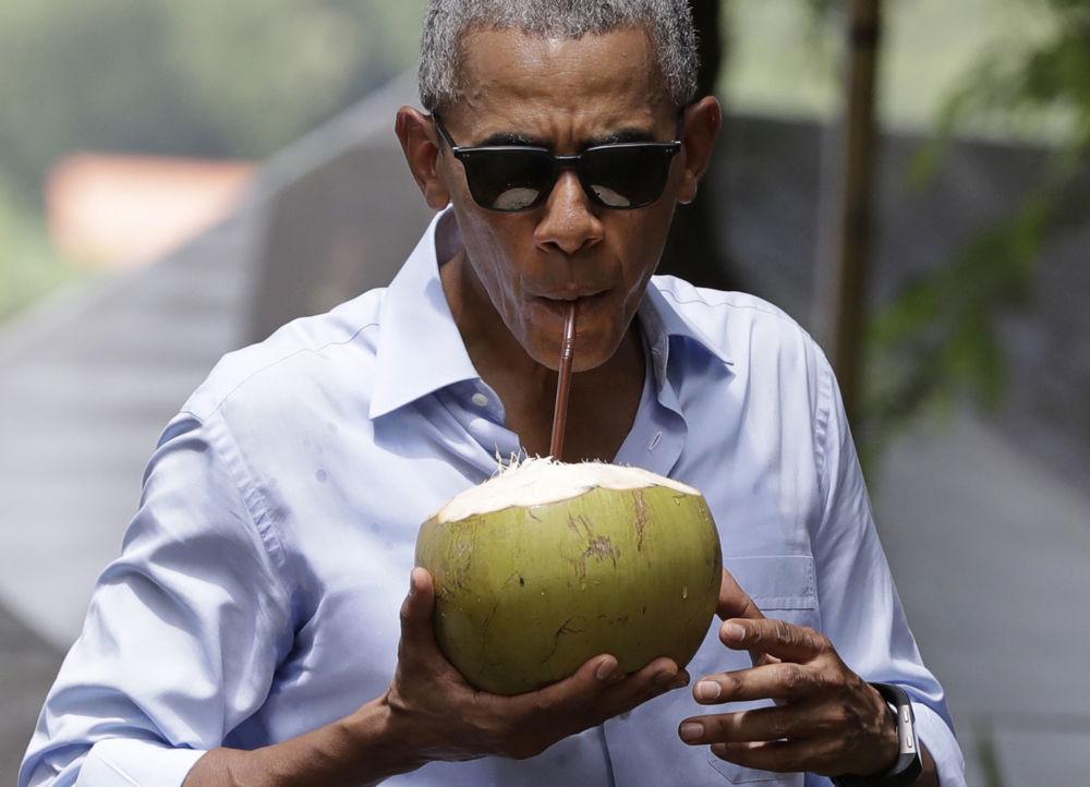 El 8 de septiembre Barack Obama participó en la XI Cumbre de Asia Oriental en Laos. El presidente estadounidense presentó su programa de asistencia al país asiático para ayudar en la recogida de artefactos que quedaron de la época de su intervención en los años 70ª. EEUU arrojó entonces sobre Laos más bombas que la que usaron todos los países aliados durante la Segunda Guerra mundial.