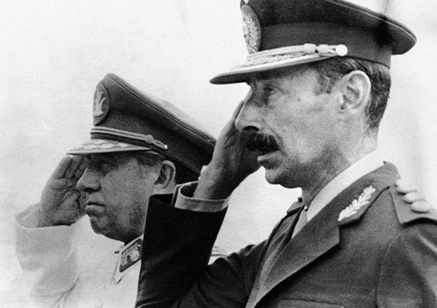 Dictador de Chile, Augusto Pinochet, y su homólogo argentino, Jorge Videla