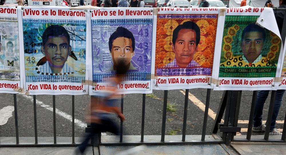 Imágenes de unos de los 43 estudiantes desaparecidos del colegio rural de Iguala