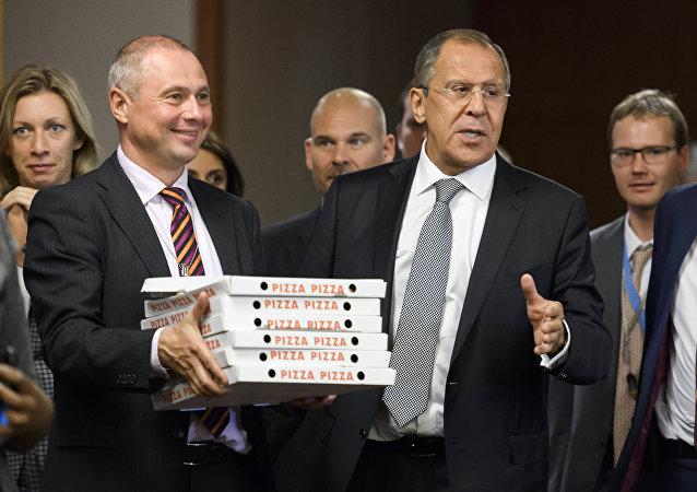 Pizza para los periodistas