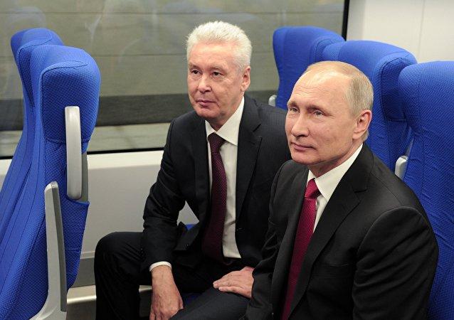 El presidente de Rusia, Vladímir Putin, y el alcalde de Moscú, Serguéi Sobianin