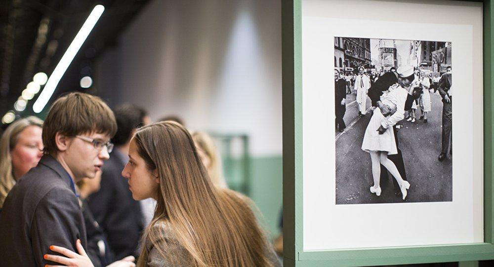 Falleció la mujer del famoso beso en Times Square