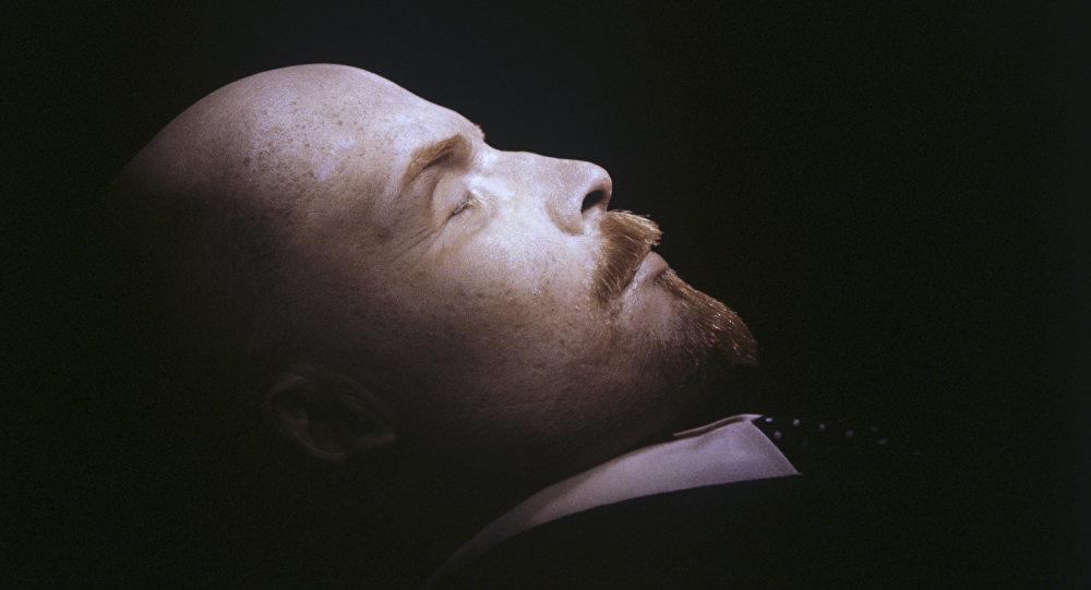 El cuerpo de Vladímir Lenin en el mausoleo