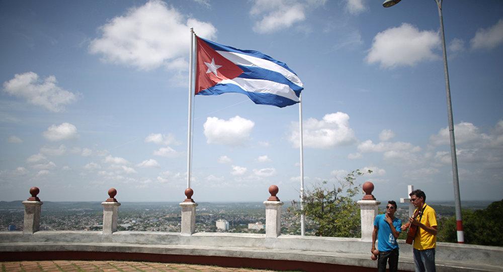 Bandera cubana en la ciudad de Holguín, Cuba (archivo)