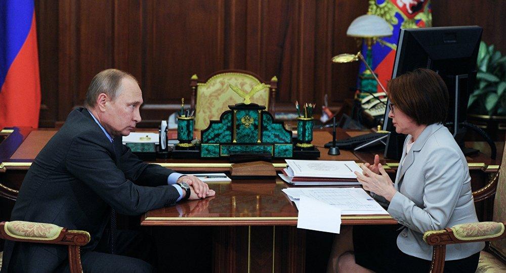 El presidente ruso, Vladímir Putin, y la jefa del Banco de Rusia, Elvira Nabiúlina